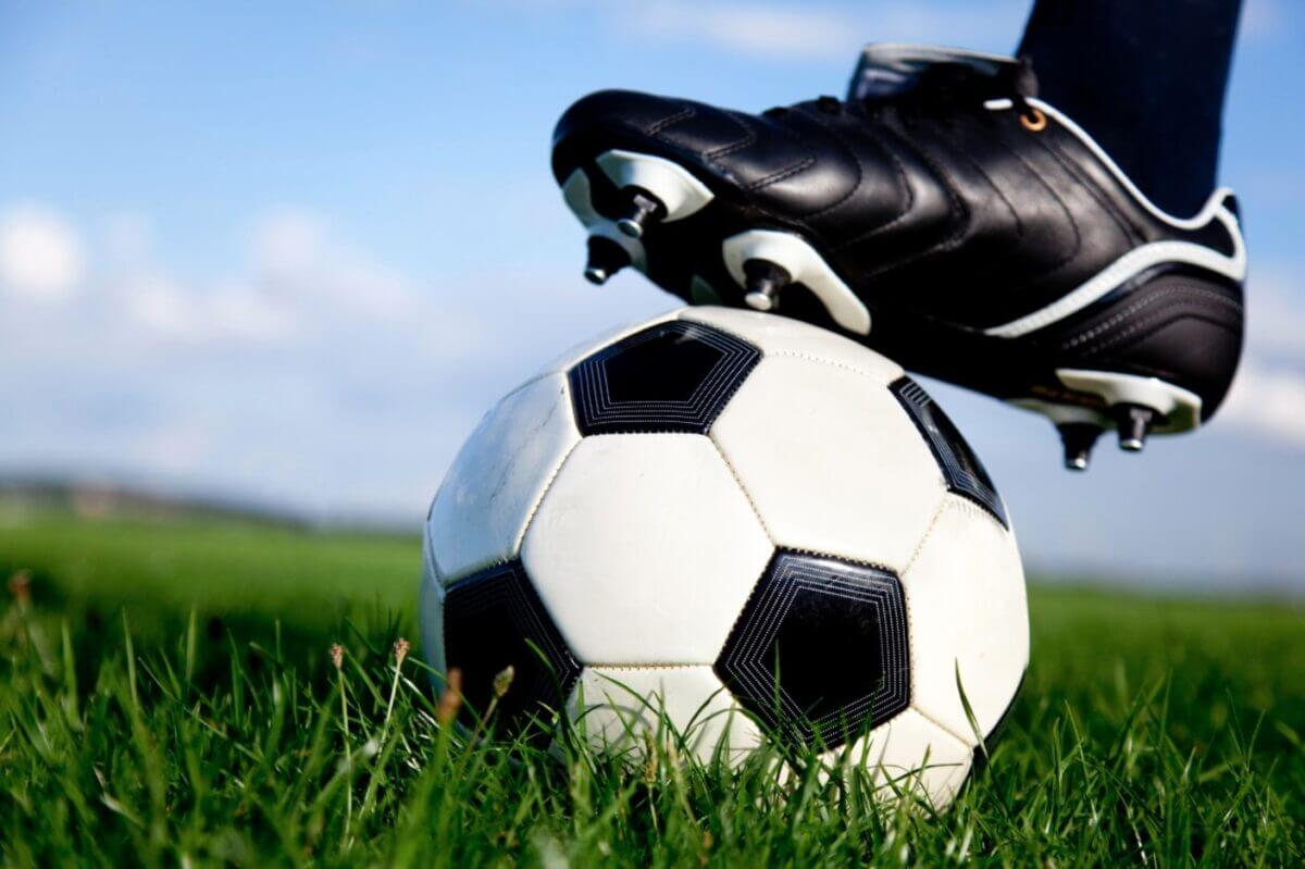 how to remove turf stains from cleats